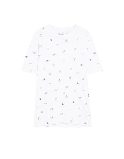 Κοντομάνικη μπλούζα με μικρό τύπωμα