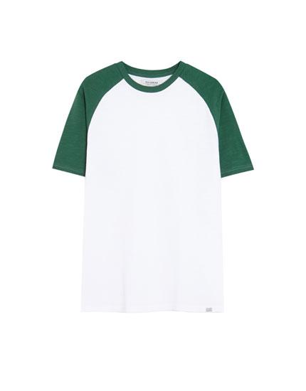 Contrasting raglan sleeve T-shirt