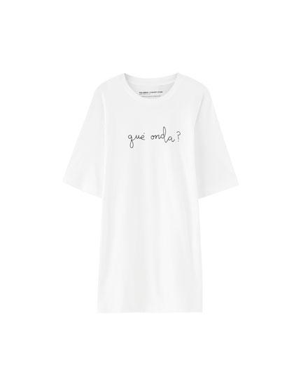 White 'qué onda?' T-shirt