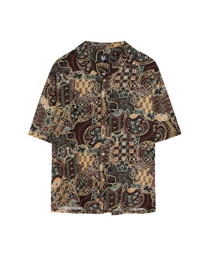 Camisa con estampado étnico