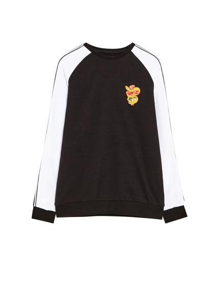Sweatshirt with a snake patch and contrasting sleeves