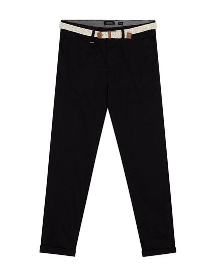 Pantaloni tip chino cu curea