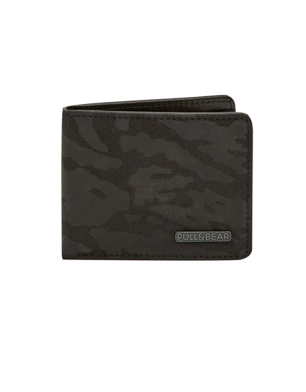 Wallet with camouflage embossing