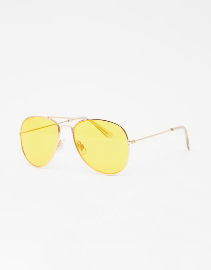 Aviator sunglasses with coloured lenses