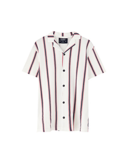 Lapel shirt with a vertical stripe print