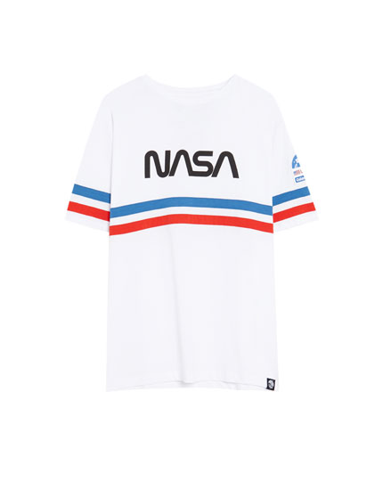 T-shirt med NASA, striber og applikation