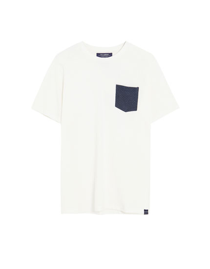 Piqué T-shirt with contrasting pocket