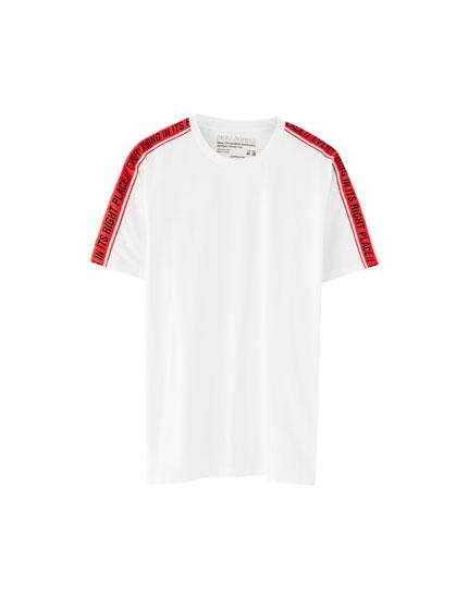 T-shirt met streepbies op schouders