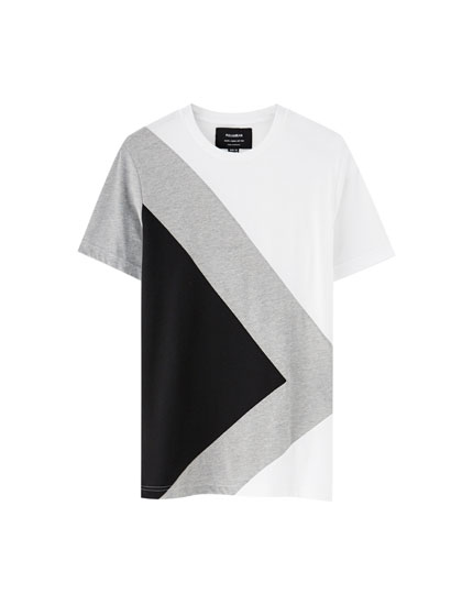 T-shirt with V-shaped panels
