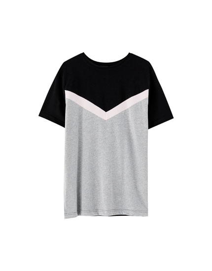 V-shaped panel T-shirt