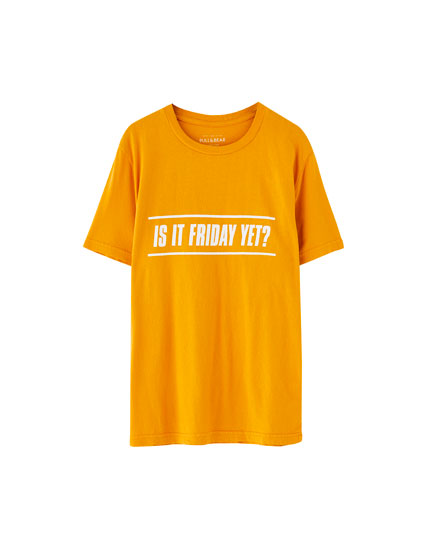 "Shirt mit aufgedrucktem Slogan ""It´s Friday"""