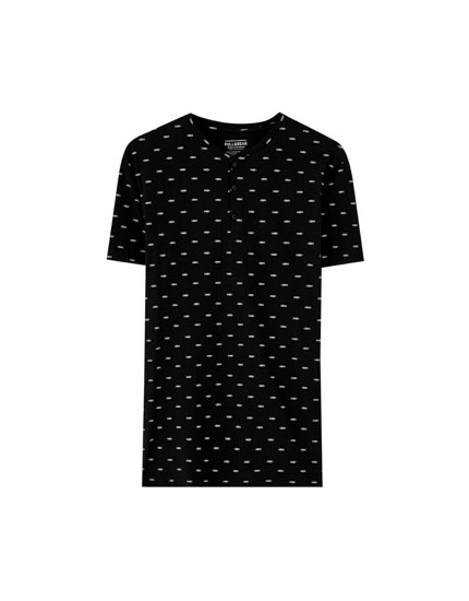 Schwarzes Shirt mit All-Over Fischprint
