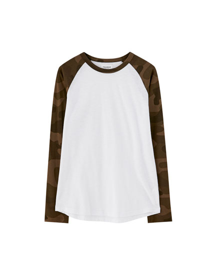 T-shirt with long camouflage raglan sleeves