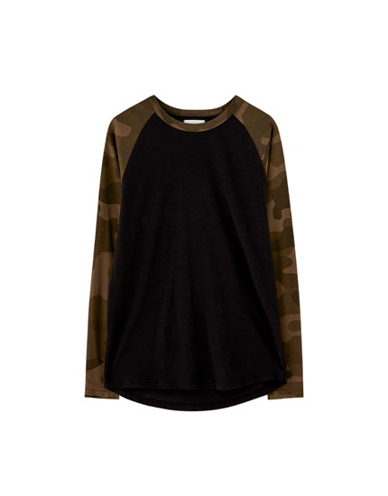 Long raglan sleeve camouflage T-shirt