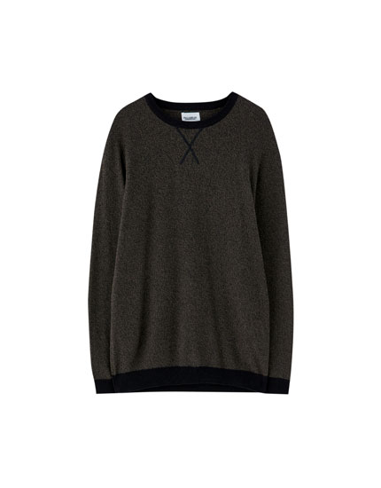 Sweater with contrasting trims