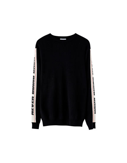 Sweater with band and slogan