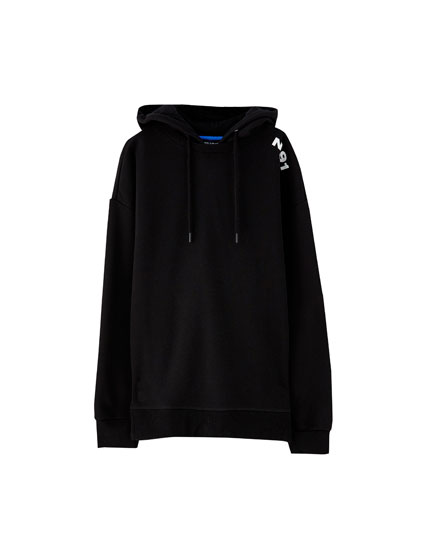Sweatshirt with shoulder graphic