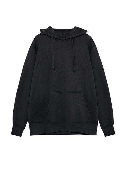 Vienkāršs džemperis ar kapuci un ķengurkabatu