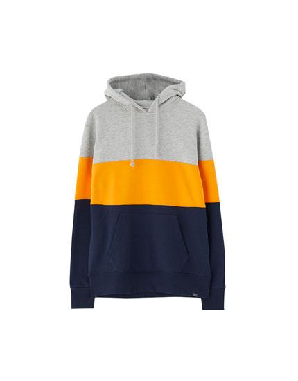 Sweatshirt med hætte og farveblokke