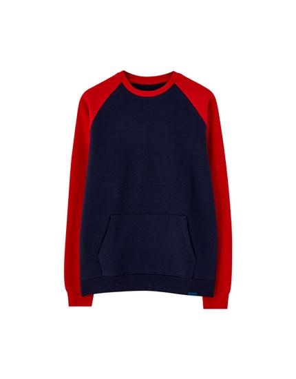 Raglan sleeve sweatshirt