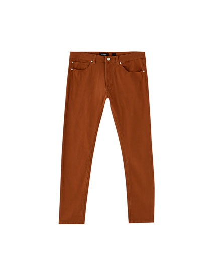 Pantalón 5 bolsillos slim fit color