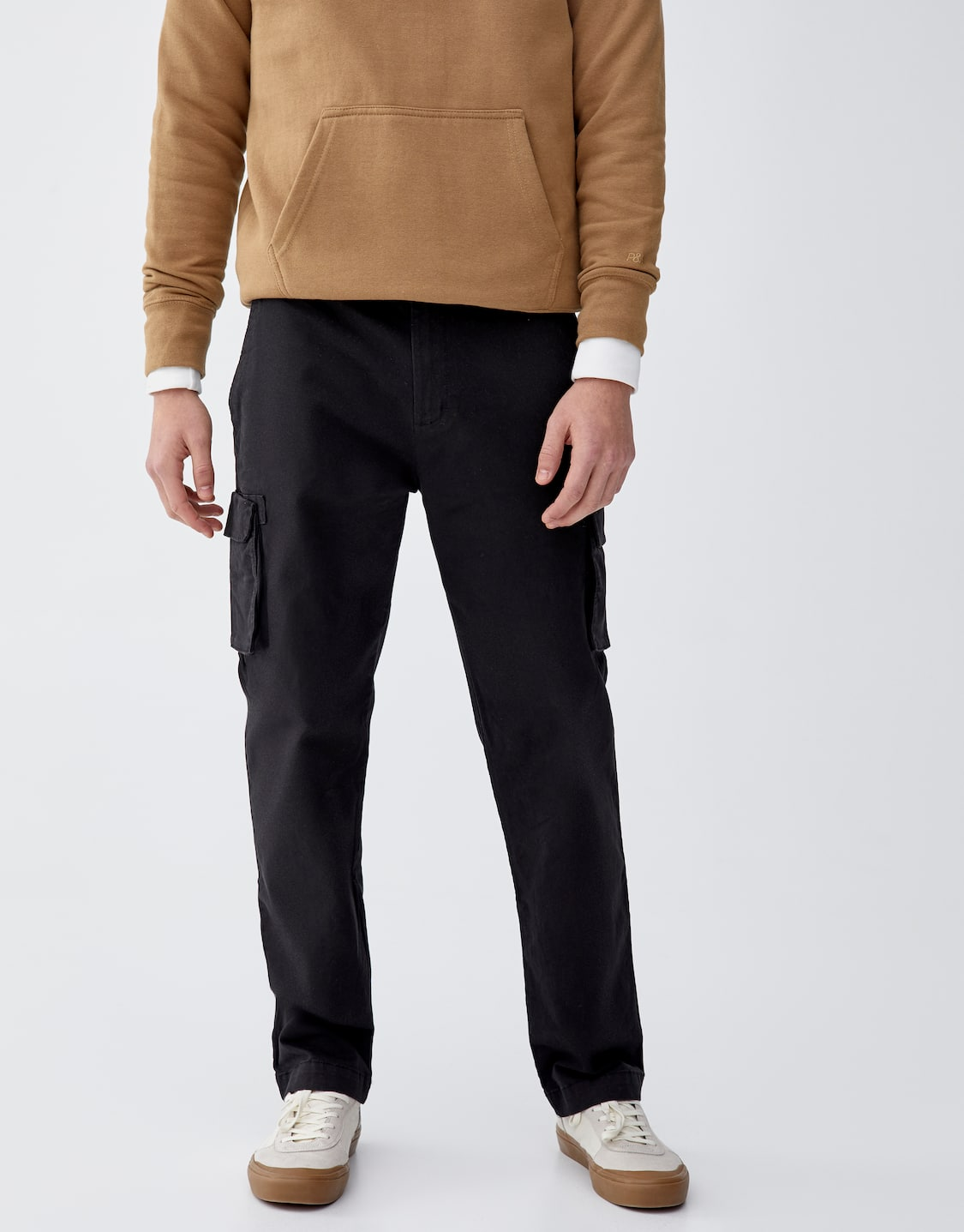 Black cargo trousers with pockets - pull bear efea9f3b7c5