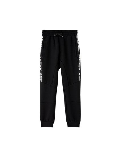 Pantalons jòguing punt amb text lateral