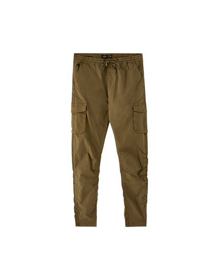 Cargo trousers with gathering