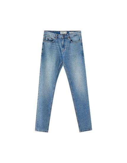 Hellblaue Jeans im Slim-Comfort-Fit
