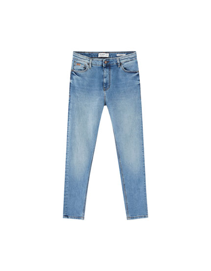 Jeans carrot fit lavado azul medio
