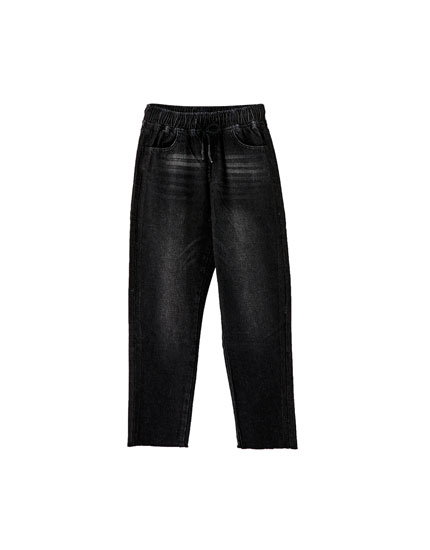 Jeans jogging bajos deshilachados