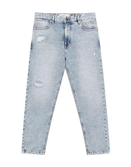 Jeans desgastados rotos