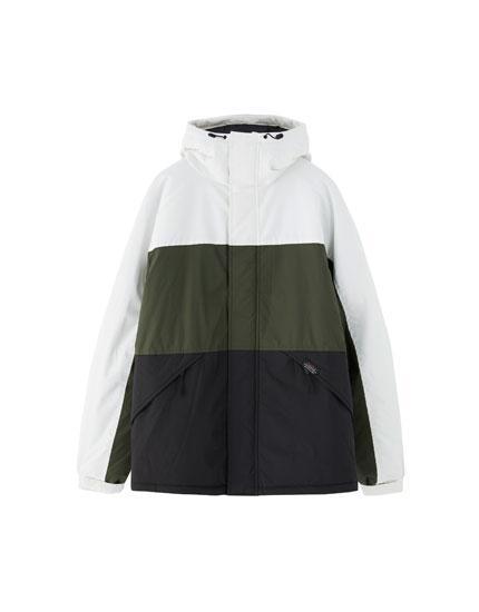 Vatteret jakke med hætte og blokke