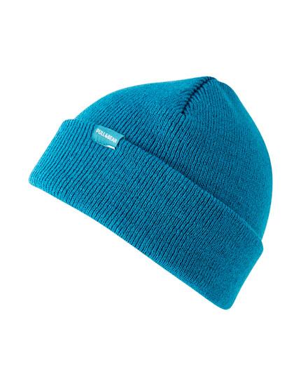 Vienkārša krāsaina adīta cepure