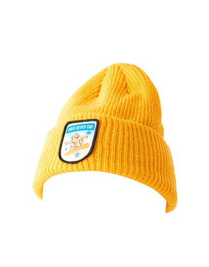 Knit beanie with bear patch