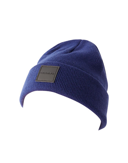 Knit beanie with rubberised patch