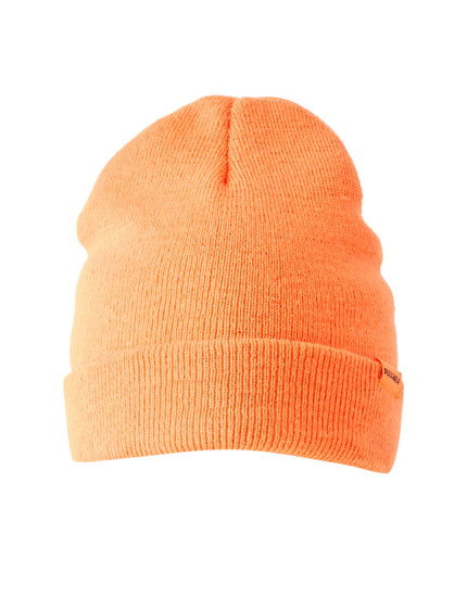 Bonnet en maille orange fluo
