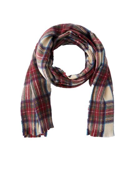 Schal mit schottischen Karos