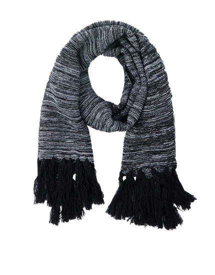 Mottled-effect fringed scarf