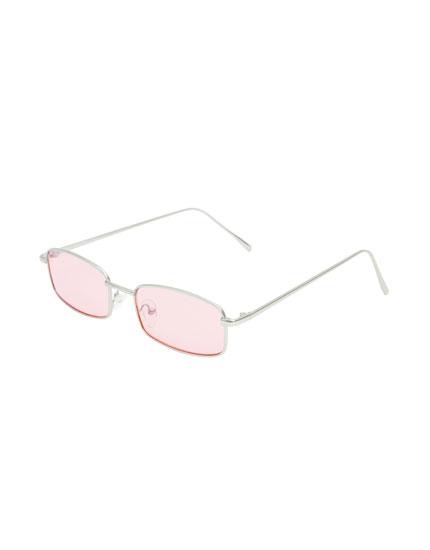 Sonnenbrille mit rosafarbenen Gläsern