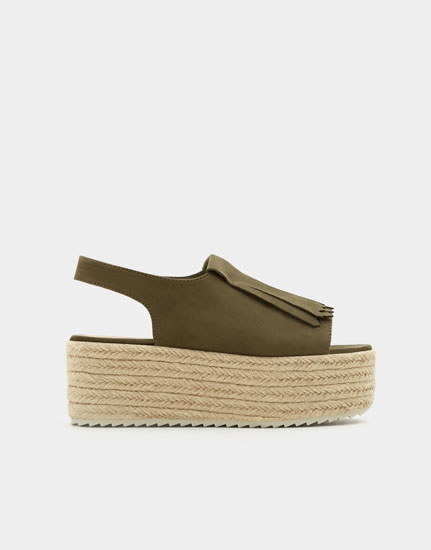 Jute wedges with fringing