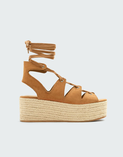 Sandale cu platformă de iută și șireturi