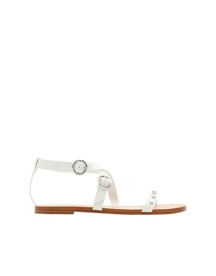 Detaylı beyaz sandalet