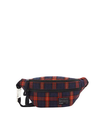 Bolsa de cintura aos quadrados vermelhos