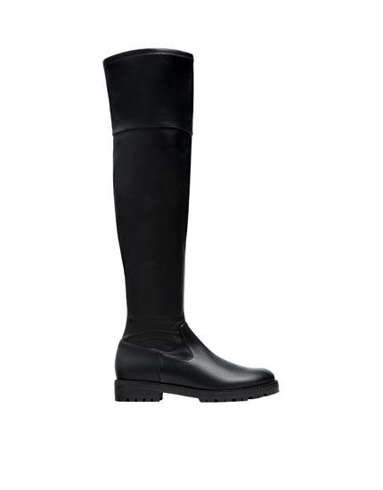 Flat fashion boots