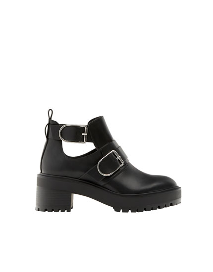 Cut-out ankle boots with buckles