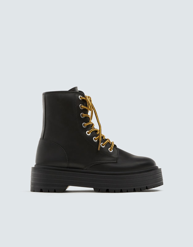 Schnürstiefel Mit Plateausohle by Pull & Bear
