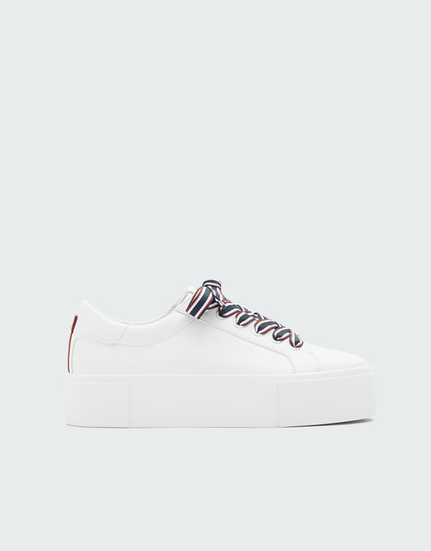 4825ee0fdd1 White lace-up trainers - PULL BEAR