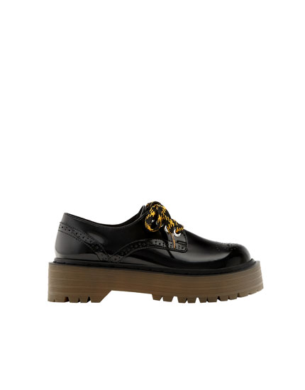 Blucher com brogue e salto