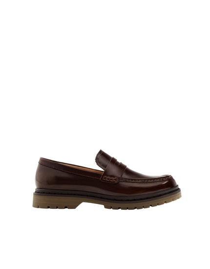 Loafers with caramel-coloured sole